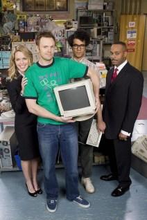 une Jen blonde, Moss, l'orginal et Jeff de Community dans le rôle de Roy! OMG comment ce serait devenu ma nouvelle série geek préférée!