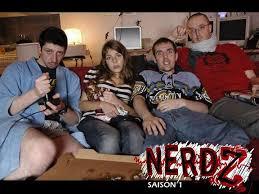la bande des nerdz sur leur éternel canapé dans la web serie geek