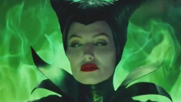 la sorcière maléfique porte des cornes et est entourée d'une aura empoisonnée